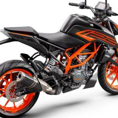 KTM_125_DUKE_-_rear_right_black